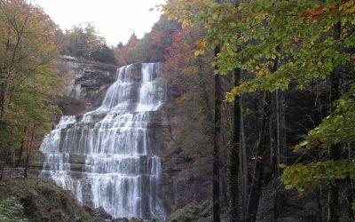 Cascade de l'Éventail en automne